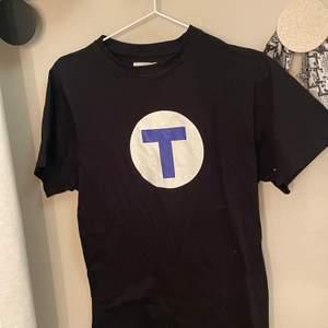 Tunnelbana t-shirt. Köpt second hand, använd 2 gånger.
