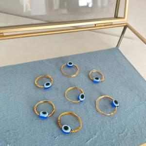 ALLA SLUTSÅLDA!!!!Handgjord ringar i färgerna silver och guld. Vi gör dessa ringar utifrån vad du har för slags finger storlek💕. Beställer du någon smycke av oss får du alltid ett extra smycke på köpet. Vi har sökt upp och ja, du kan köpa denna ring till dig själv så du inte behöver oroa dig att den ger dig otur. Mer info i dm. 11kr frakt