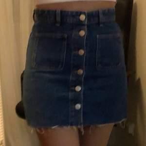 Köpte från Zara på förra sommaren men den är för liten för mig och kort😊