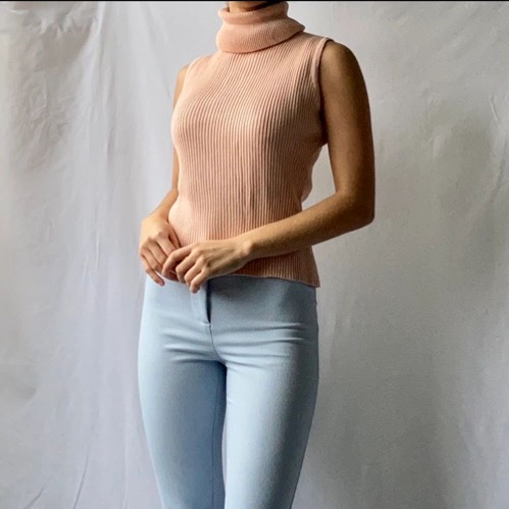 🌊 CUTE PALE PINK / SALMON RIBBED KNITTED POLO NECK VEST TOP   • SIZE - XS-M / EU 34-38 • BRAND - Vintage • MATERIAL - Cotton  MY MEASUREMENTS • Height 161cm / 5'3