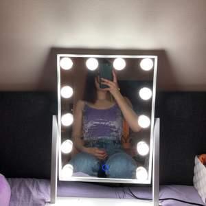 Ett super fint lila linne i storlek xs! Tyvärr för litet för mig så hoppas någon annan kan ha den!🥰 kommer från hm men köpte från en på instagram. Fint skick💎