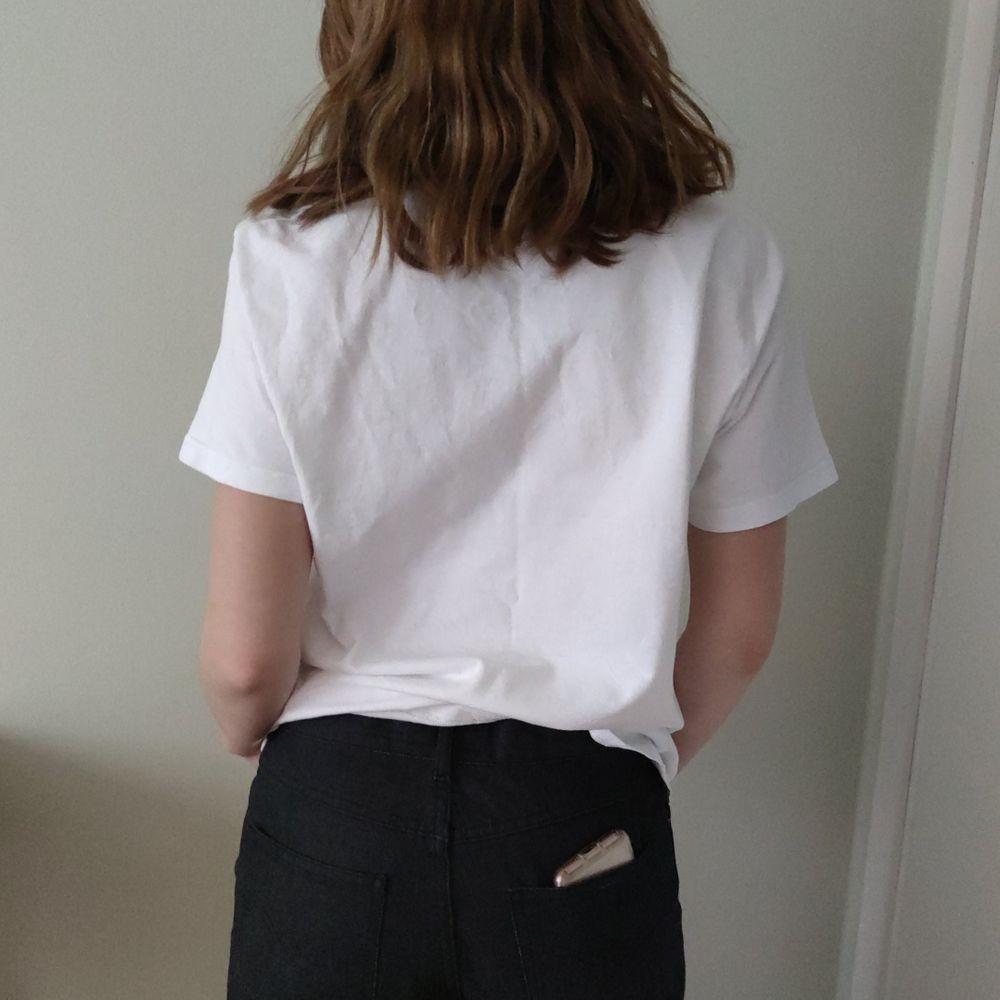 Brandy Melville t-shirt. Bra skick . Köparen står för frakt. T-shirts.