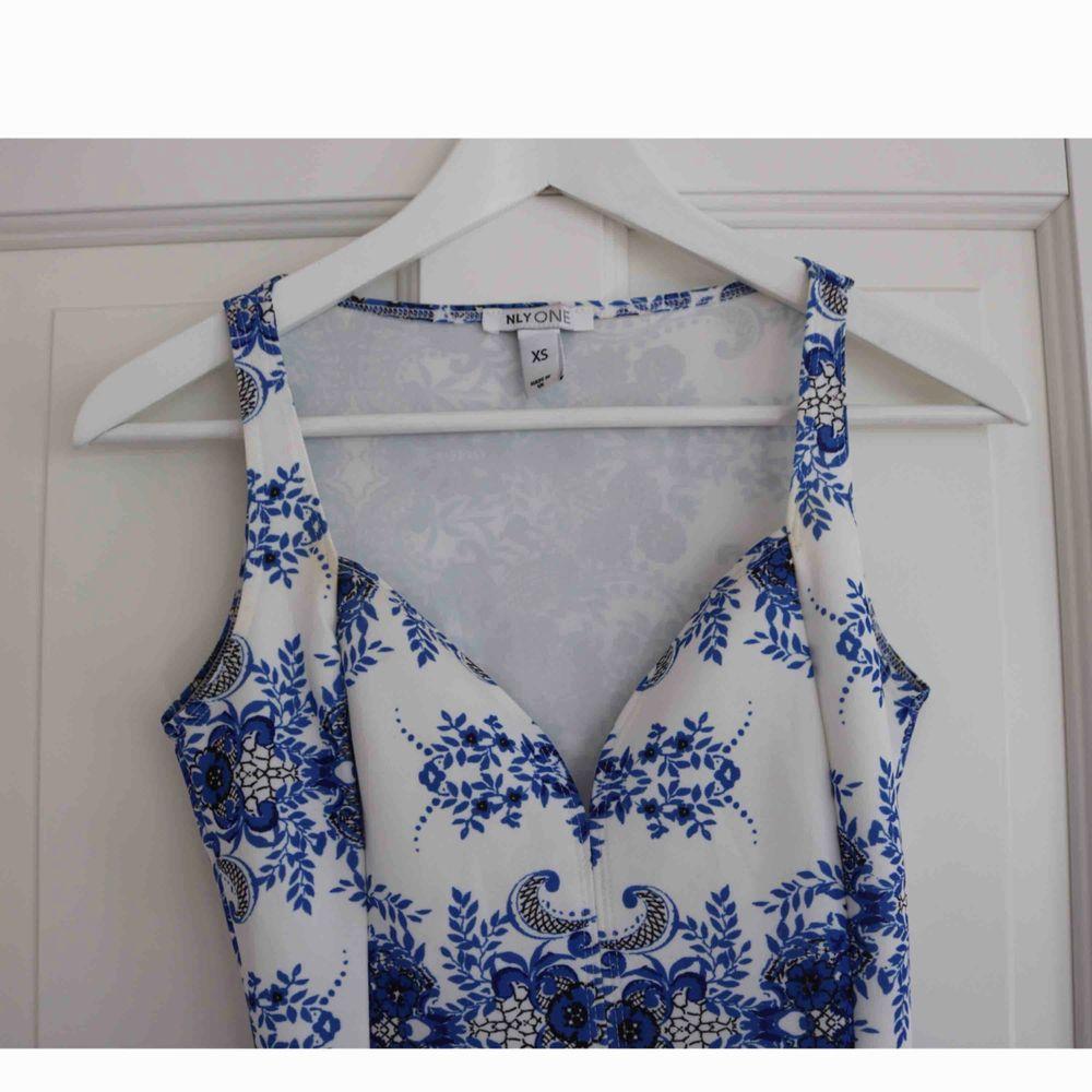 Köpt ifrån nelly.com. Jätte fint skick, använd endast 2 tillfällen. Frakt tillkommer.. Klänningar.