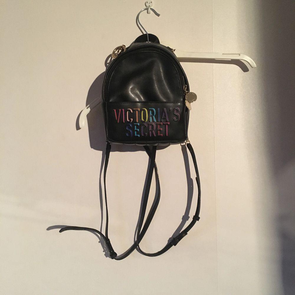 Miniryggsäck från Victoria's Secret  Aldrig använd Har TAGS kvar samt kvitto. Väskor.