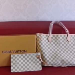 Louis Vuitton väska i 100% äkta läder säljer ändats bra kvalitet