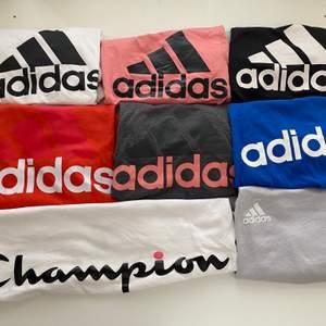 Säljer massor med adidas t-shirts + en champion t-shirt! De är i olika skick, storlekar, pris. Skriv till mig för mer info❤️ alla kostar under 200kr. Frakt tillkommer antingen på 22kr eller 44kr. Billigare pris vid köp av flera! Nummer 1 är såld❌