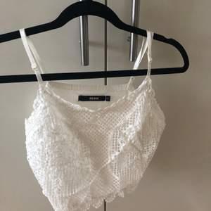 Vitt knappt använt linne från bikbok, kan frakta eller mötas upp i Uppsala