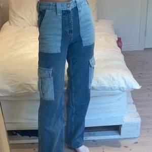 skitsnygga jeans från urban outfitters som tyvärr inte kommer till användning. köpta för ca ett halvår sedan för 700kr. kan sänka pris vid snabb affär⚡️Använda en gång så i nysick!! lite stretch i midjan så skulle säga att dem passar en xs/s/liten m