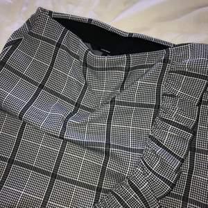 Rutig fin kjol från vero moda