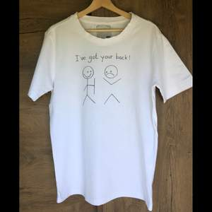 t-shirt med tryck jag målat själv, tål tvätt