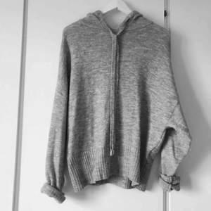 Mysig stickad tröja från H&M, inte mycket använd. Strl S. Frakt tillkommer