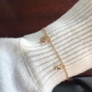 Silvriga är sold. 👐🏻 Säljer dessa gulliga somriga fjärils armband billigt. 45 kr styck. 💕 Passa på!! 🌸 Frakten ligger på 11kr, kan ej ansvara för postens slarv.