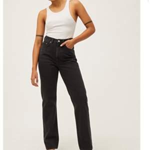 Säljer mina svarta weekday jeans i storlek 25/32. Säljer dom då dom tyvärr är för små. Nyskick och använda 2 gånger. Nypris 500