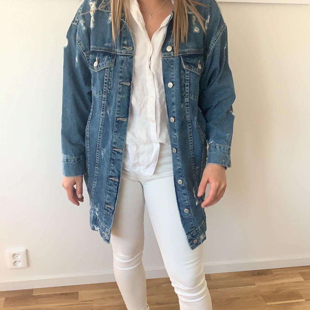 Helt oanvänd jacka! Superfräsch till ett par ljusa jeans :) . Jackor.
