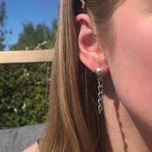 Nu säljer jag dessa coola örhängen Alla par kostar 49kr + 11kr frakt Kika in på min instgram juveellen för fler smycken! 💕🌸