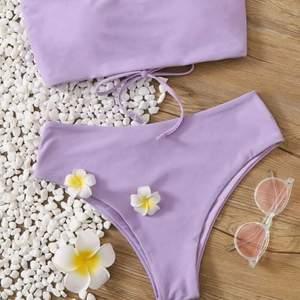Superfin bikini från shein i en fantastisk lila färg. Superfin knytning i ryggen, vilket syns på bild 3. Storlek M! Helt oanvänd, har endast testats på med skyddslappar och underkläder på! 85kr + frakt 🌊