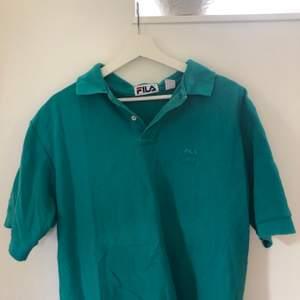 Asnajs oversized t-shirt/piké från fila i fin turkos färg. Köparen står för frakt