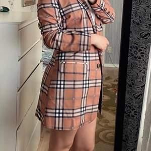 Ny kostym. Jacka ock kjol. Storlek S