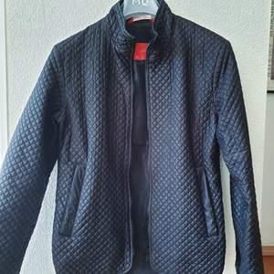 Svart Zara jacka, sparsamt använd.