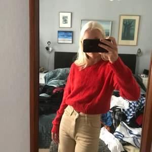 Säljer denna sticksde tröja från H&M då den inte kommer till användning. Kan mötas i Stockholm, annars tillkommer frakt :) Kontakta vid intresse!❣️