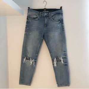 Supersnygga jeans från Zara, kommer tyvärr inte till användning längre 🌻  Jag är ca 164 cm lång 😊