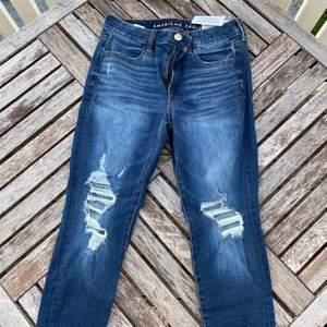 Helt nya jeans med slitningar, nypris 499:-