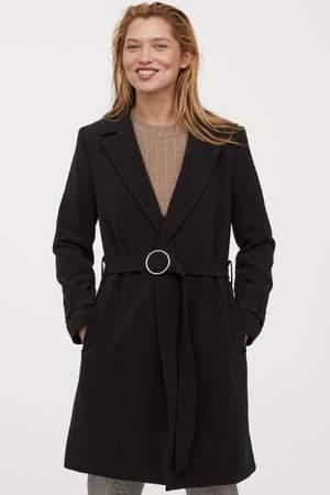 Helt ny svart kappa från hm med prislapp kvar.  Nypris 599.