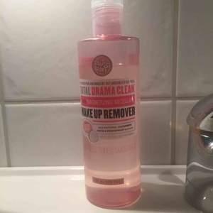 Rengörningstvätt från soap amd glory. Använd en gång.  Luktar gurka och peachfruit. Säljer pga att jag har för många smink borttagningar.