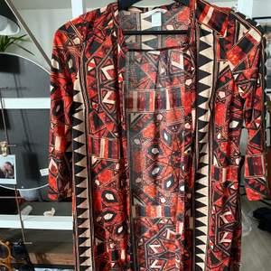 Sjukt snygg kimono, tyvärr har den bara blivit hängandes! Är i nyskick✨
