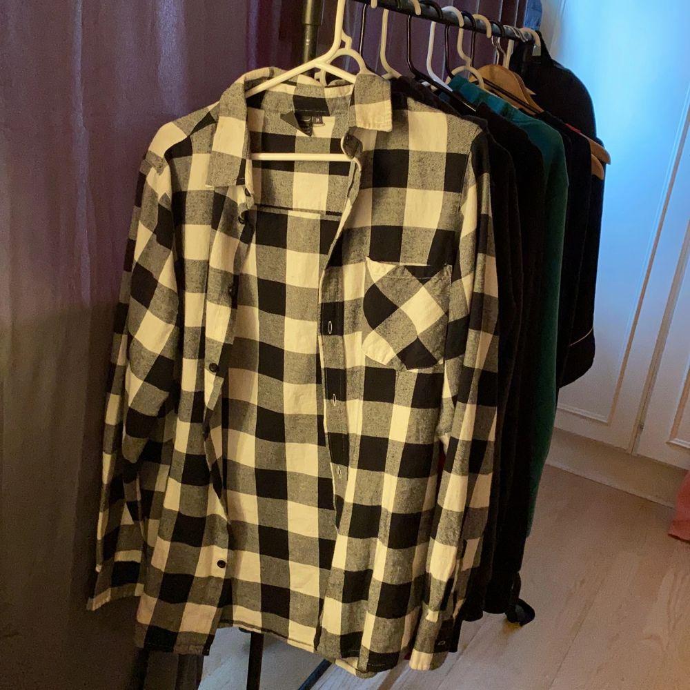 använd kanske 2gånger, kommer ej till användning längre!. Skjortor.