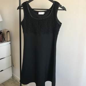 Fin svart klänning från Kappahl i storlek 36