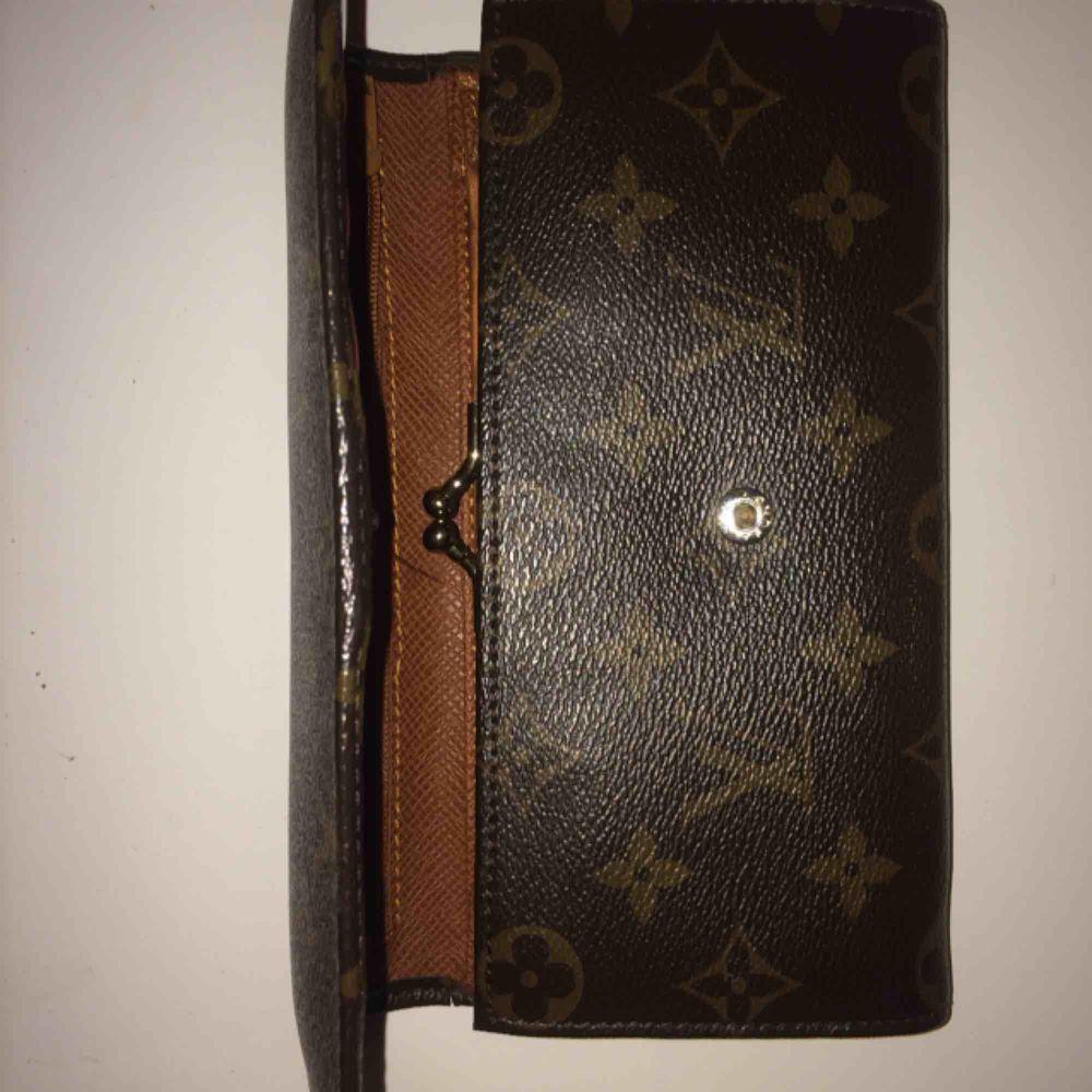 LV plånbok Fake men man ser ingen skillnad. Övrigt.