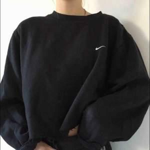 Avklippt croppad retro hoodie från Nike