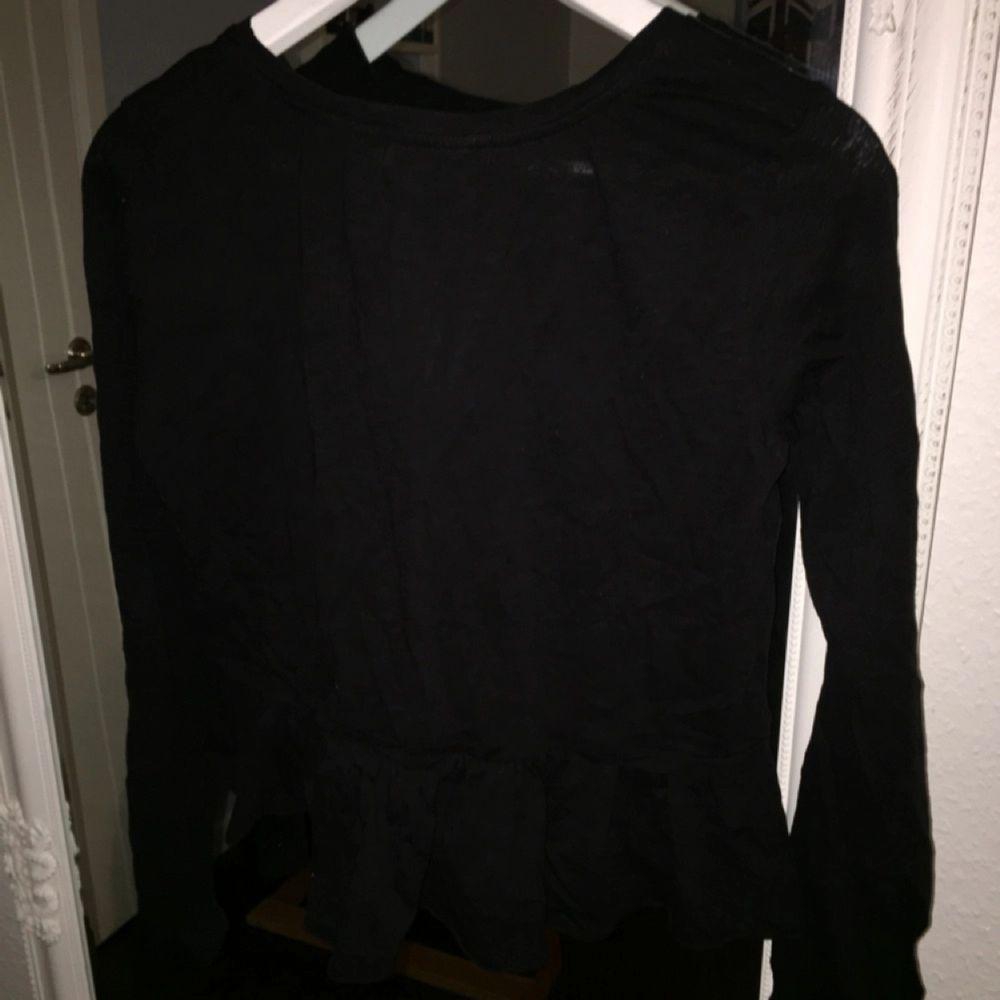 Svart tröja från Bondelid i storleken S, aldrig använd. Skjortor.