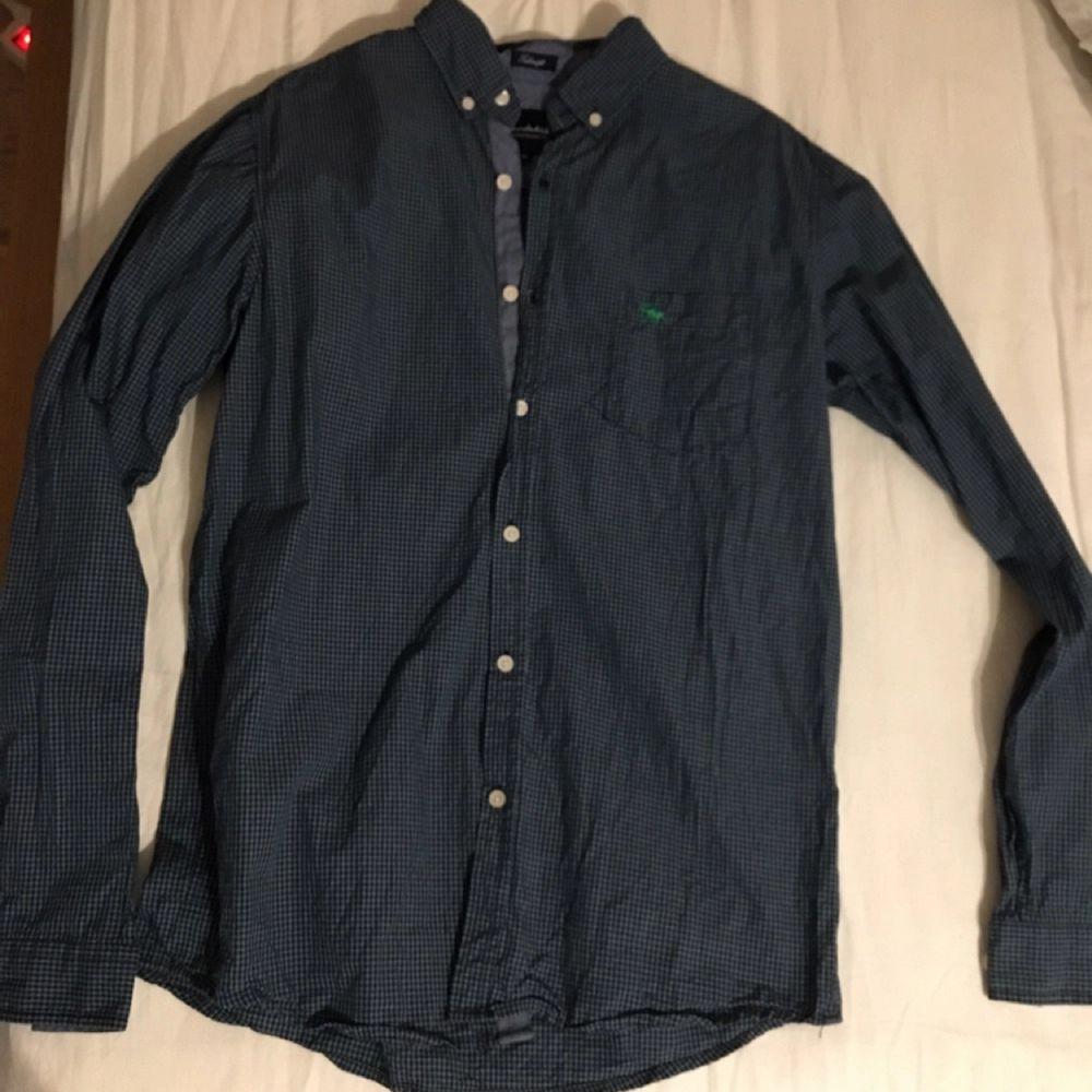 En snygg skjorta från bondelid Helt oanvänd Säljer pga för stor för mig  . Skjortor.