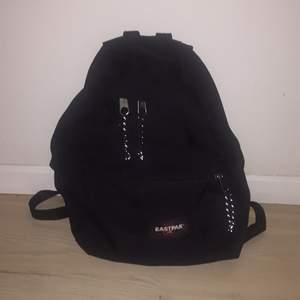Säljer min EASTPAK ryggsäck, nästan aldrig använd: 100kr