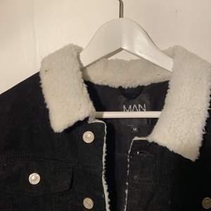 Adligt använd Manchester jacka från Bohooman (nypris typ 280 kr). Skriv för fler bilder!