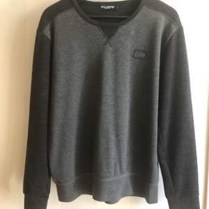 Grym tröja från D&G. Passar M (stor S eller liten L).