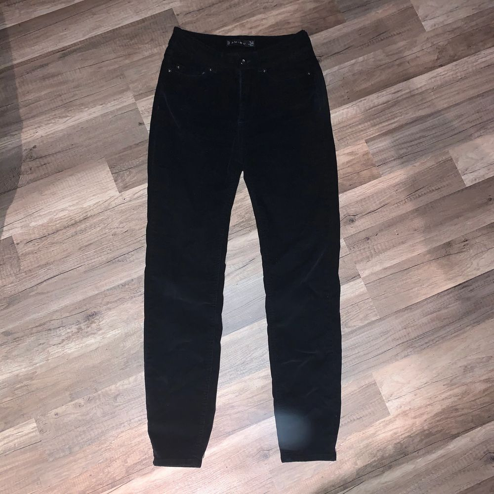 Manchester byxor, skinny fit. Står storlek 34 men strech och passar bra på mig som är 38. 🦋. Jeans & Byxor.