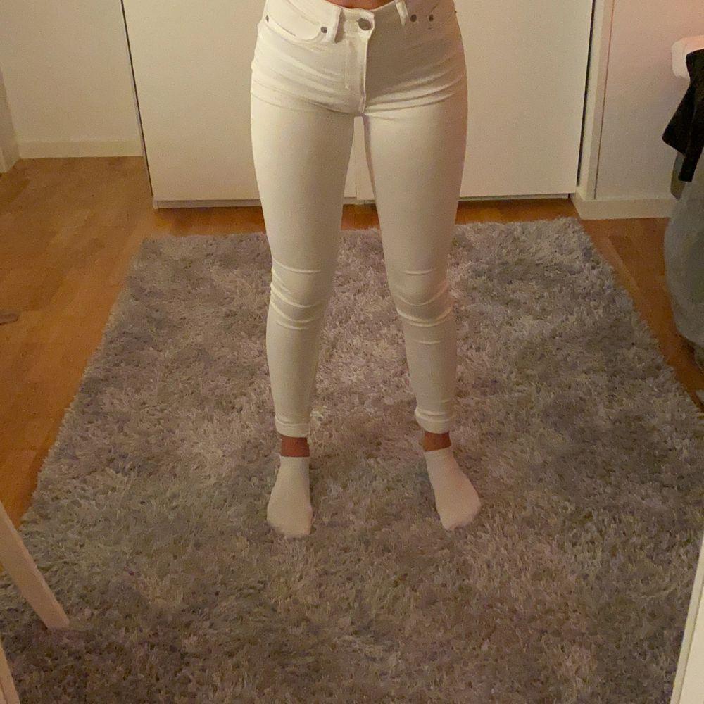 Nästan aldrig använda, säljer pågrund av att dom inte blir använda. Jeans & Byxor.