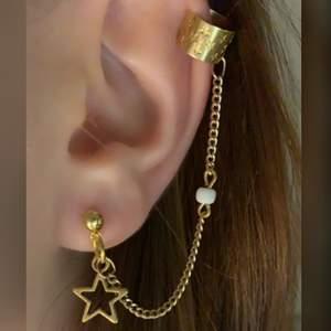 🌟Star ear cuff🌟 (guld, med kedja) Endast ett par, först till kvarn!•••kolla in mina andra smycken❤️Frakten blir 11 kr hur mkt du än köper✨SÅLD, men kontakta vid intresse!
