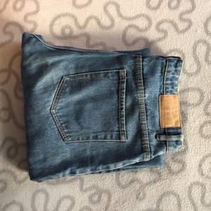 Jeans från zara som är raka och snygga!