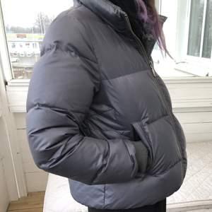 Mer eller mindre oanvänd odd Molly puffer jacka, som ny!💕 skulle säga storleksmässigt att den passar både S-M😊💕 frakt tillkommer på 63kr💕