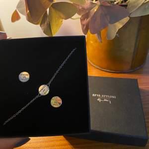 """Superfina """"Mini pencez de moy"""" örhängen och halsband i silver från Efva Attling.✨Aldrig använda pga. att jag bara använder guldsmycken. Till värde av 1900kr. Säljer för 1100 inklusive frakt och skickar såklart dem i lådan!☺️ (Postas med spårbart paket från postnord)"""