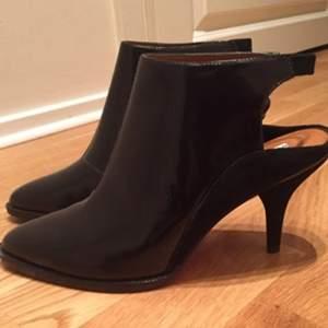 Snygga svarta skor från & Other Stories. Aldrig använda. Normala i storlek.
