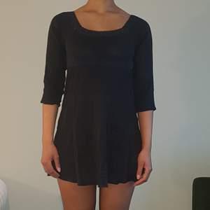 Söt svart sommar klänning/tunika i tunt material ,kan användas som xs-s✌🏽