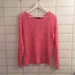 Jag säljer min stickade tröja ifrån Serious Sally i storlek S då den knappt blivit använd. Den är i mycket bra skick, som ny. Jag tycker den är storleksenlig!