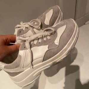 Sparsamt använda skor från Nelly. Storlek 38
