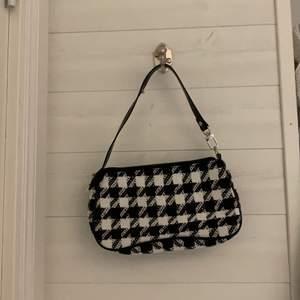 Säljer min fina väska, den är aldrig använd och är som ny