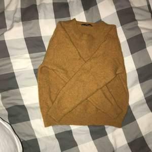 Stickad tröja från Uniqlo, nästan aldrig använd. Storlek: S Pris: 40kr Frakt: 54kr Totalt: 94kr